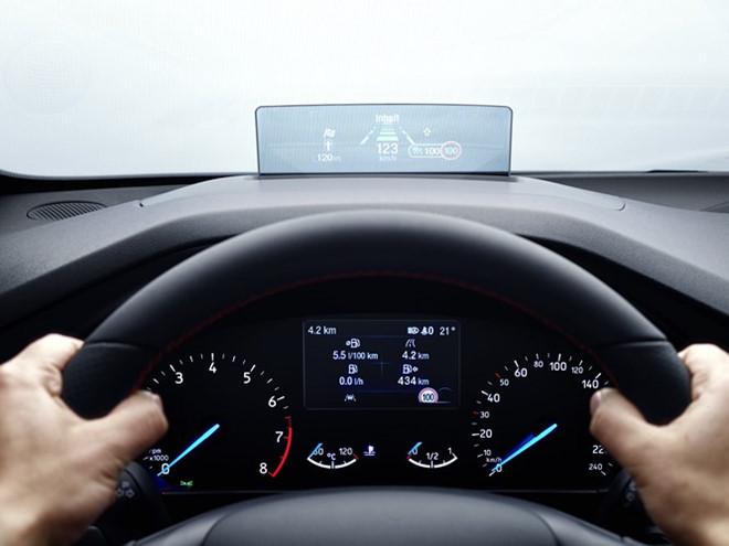 Ford Focus 2019 trang bi camera lui 180 do hinh anh 3