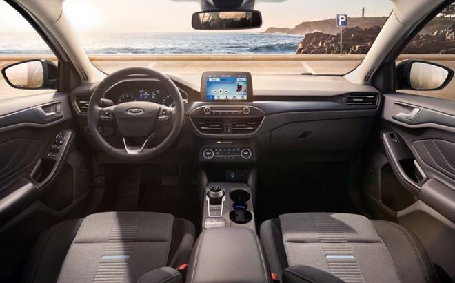Ford Focus 2019 trang bi camera lui 180 do hinh anh 4