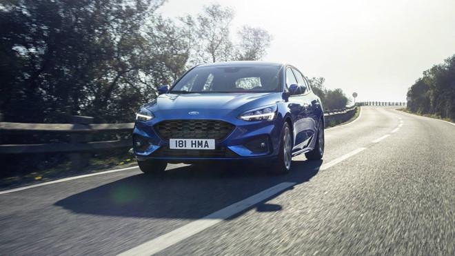 Ford Focus 2019 trang bi camera lui 180 do hinh anh 5