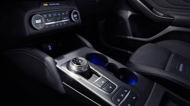 Ford Focus 2019 trang bi camera lui 180 do hinh anh 6